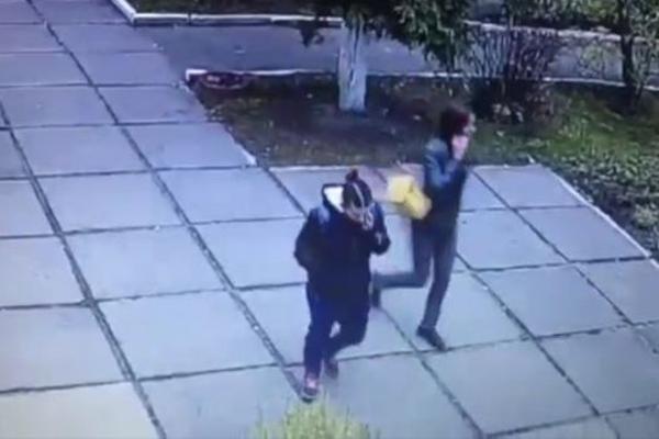 Вмережі оприлюднили відео викрадення двомісячної дівчинки уКиєві