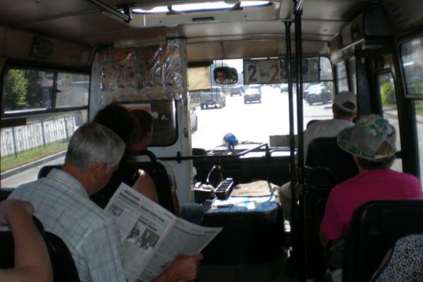 Киевляне создали петицию стребованием запретить маршрутчикам слушать «попсу» и«шансон»
