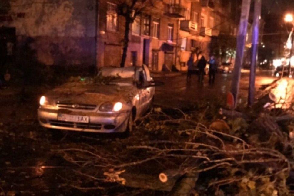 Пассажирский самолет экстренно вернулся встолицу Украинского государства из-за урагана вЧерновцах