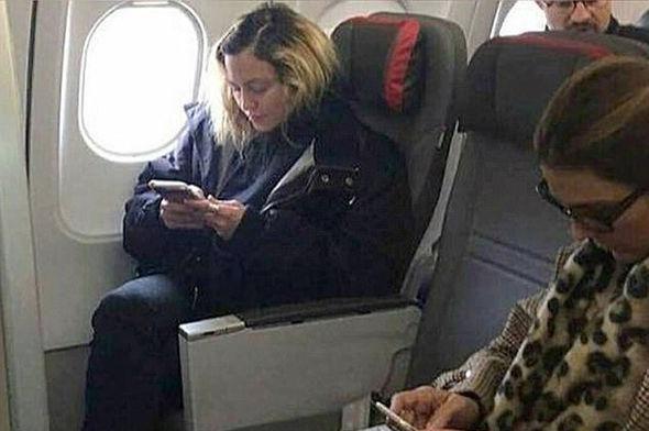 Фанаты удивились возникновению Мадонны вэконом-классе нарейсе Лондон-Лиссабон