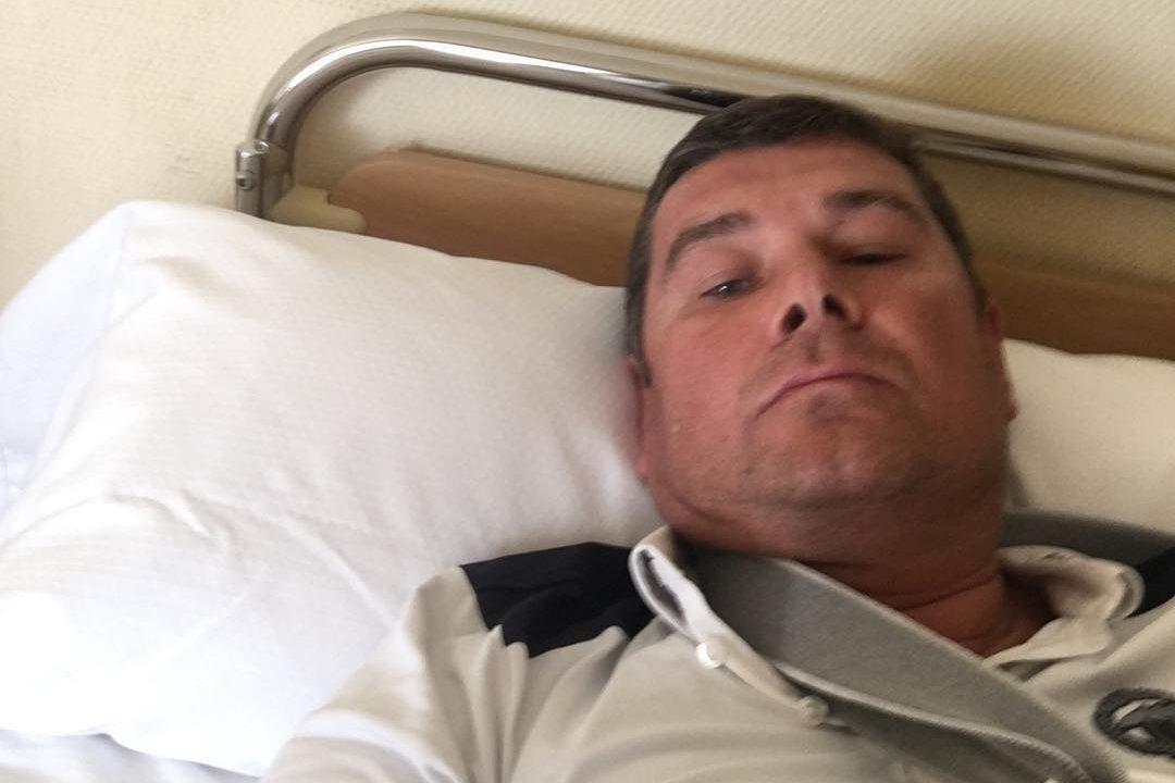 Нардеп-утікач Онищенко у лікарняному ліжку з гіпсом
