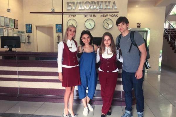 Мила Кунис поведала о собственной поездке вЧерновцы
