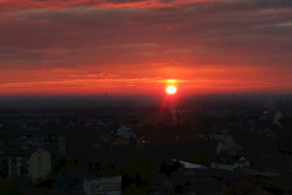 Пожежа у небі: у мережі показали вогняний захід сонця на Закарпатті