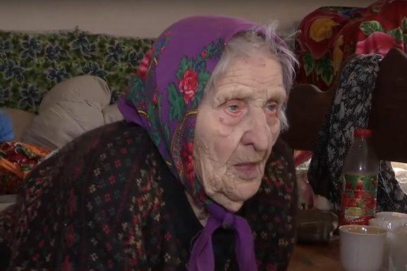 Крупным планом фото старая женщина женщинами большой