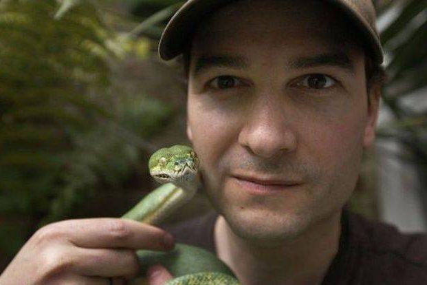 Музыкант изЛондона 30 лет вкалывает себе яды смертоносных змей