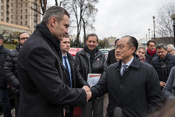 Встолицу Украины прилетел президент Всемирного банка Джим Йонг Ким