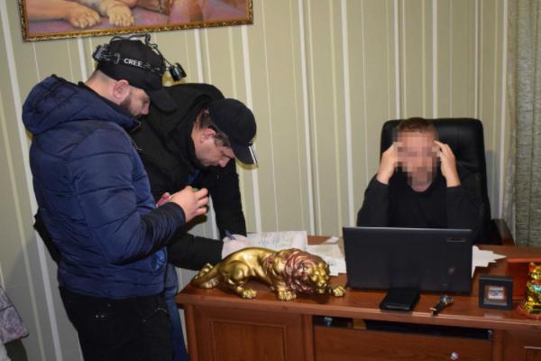 Педагог хореографии вНиколаеве перевозил украинок вТурцию для проституции