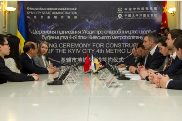 Метро наТроещину: Кличко подписал соглашение остроительстве