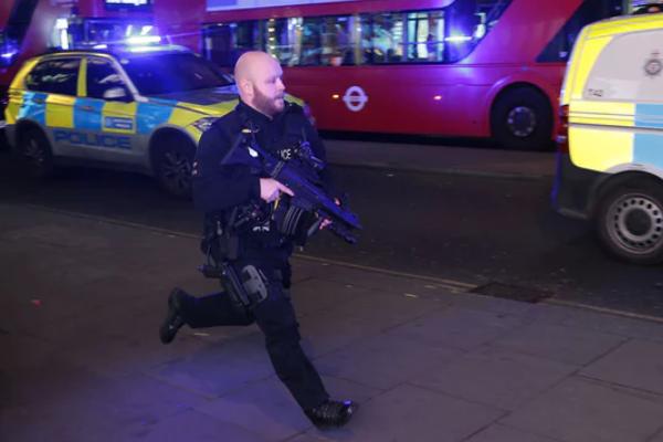 Паніка вцентрі Лондона: поліція отримала повідомлення про стрілянину