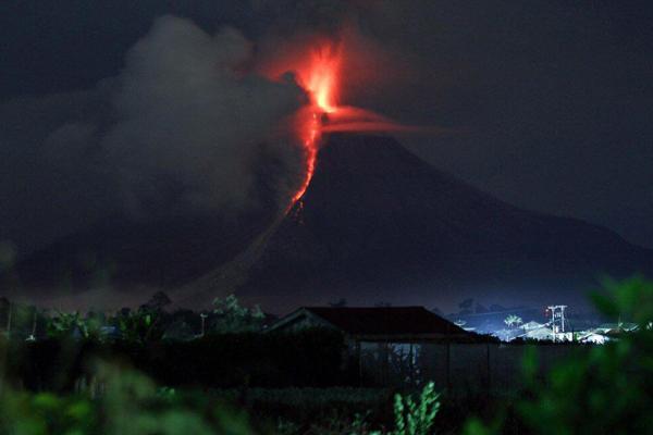 В Індонезії через виверження вулкана евакуйовано 40 тисяч осіб