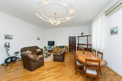Как найти квартиру на Новый год: варианты и цены