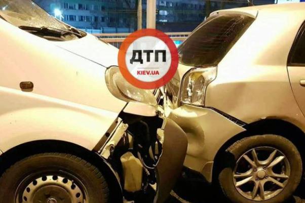 Умасштабному ДТП вКиєві зіткнулися чотири автомобілі