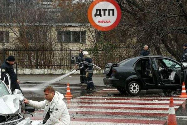 Вылетел на встречку: в Киеве произошло жуткое ДТП с жертвами