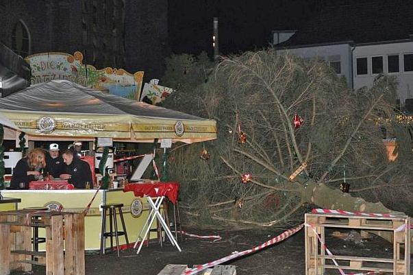 Наярмарку в Німеччині налюдей впала ялинка