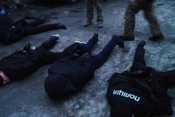 ВЗапорожье задержали банду псевдополицейских, промышлявших разбоем