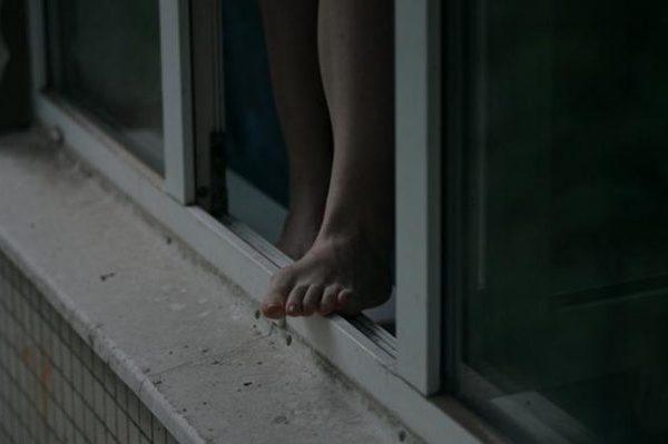 Из-за несчастной любви вЗапорожье молодая девушка прыгнула смногоэтажки