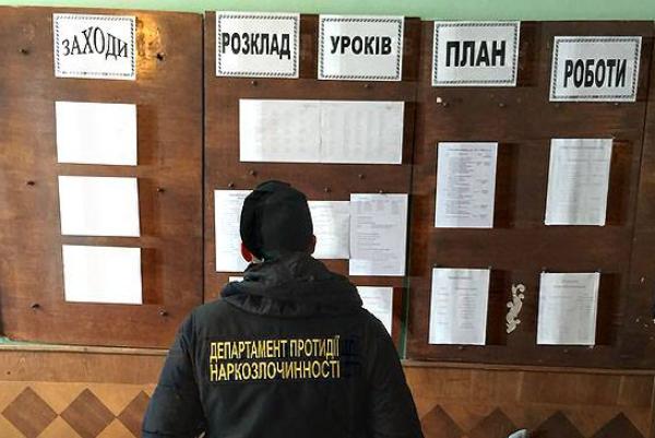 ВоЛьвовской области задержали супругов-учителей, которые продавали наркотики