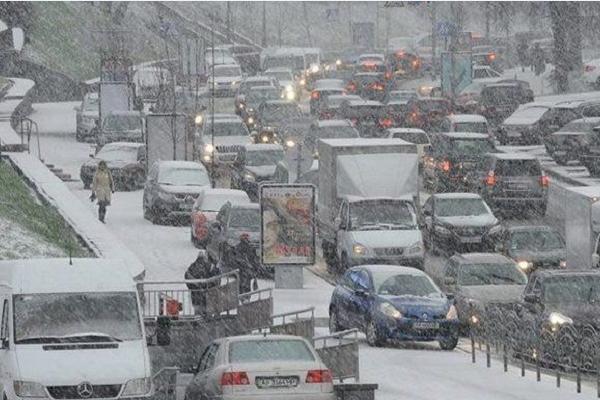 Уровень пробок вКиеве оценивается в8 баллов из-за снегопада (КАРТА)