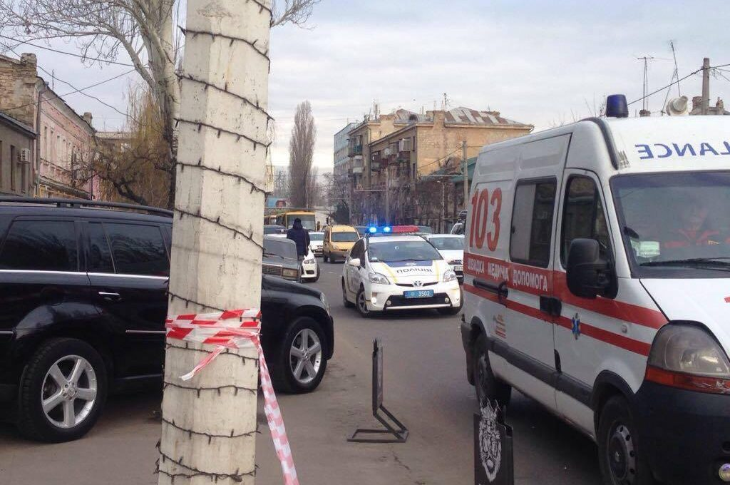 Массовая стрельба вОдессе: один изучастников забаррикадировался в автомобильном салоне