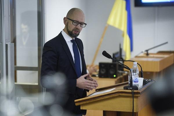 Экс-премьера Украины Яценюка задержали вШвейцарии ваэропорту