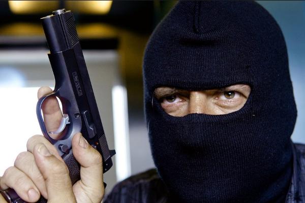 УКиєві озброєні бандити відібрали уакадеміка 15 мільйонів