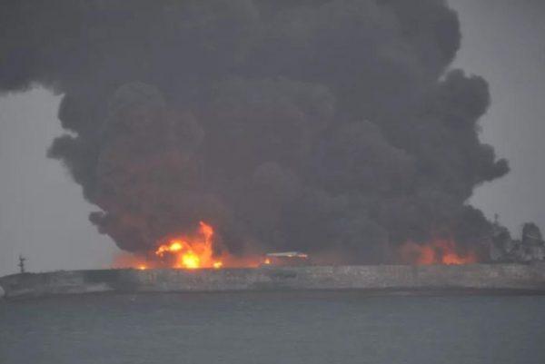 При зіткненні двох кораблів біля берегів Китаю зникли 32 моряка