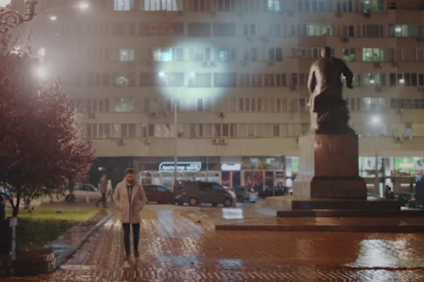 Краса Києва допомогла британському співаку набрати 1,5 мільйона переглядів за2 дні