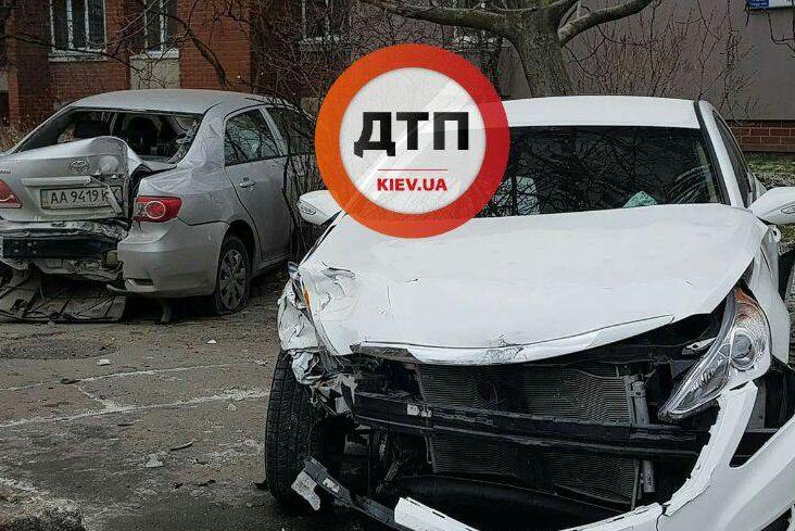 ВКиеве набульваре Дружбы народов столкнулись два автомобиля: есть пострадавшие