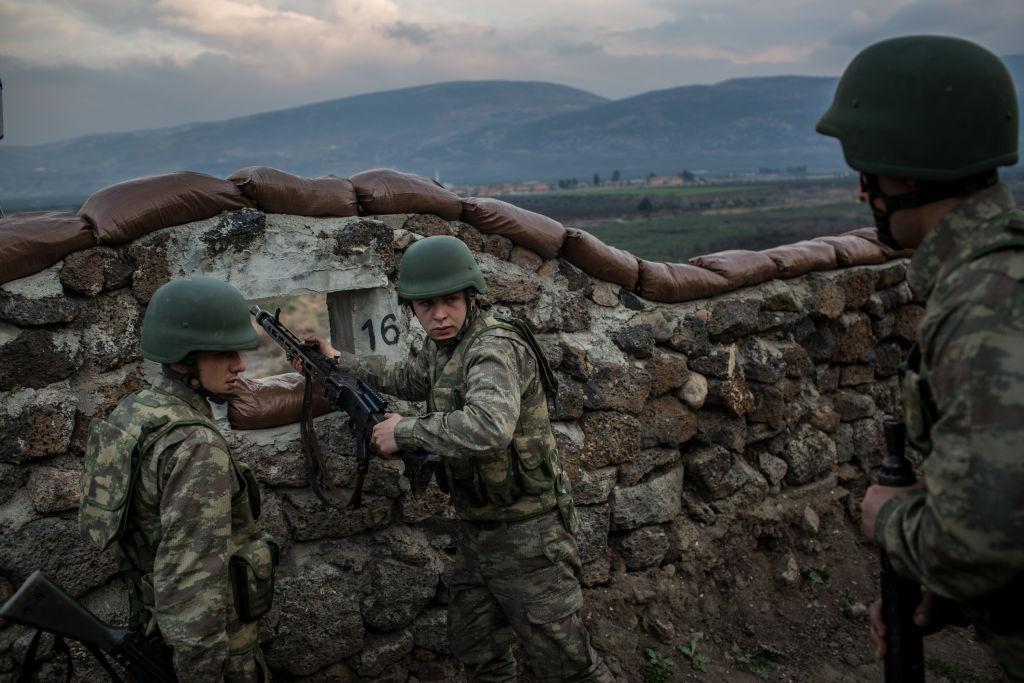 Туреччина почала бомбити курдів уСирії