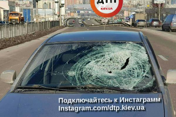ДТП натрассе Киев-Харьков: отудара вывернуло кабину фуры, умер шофёр