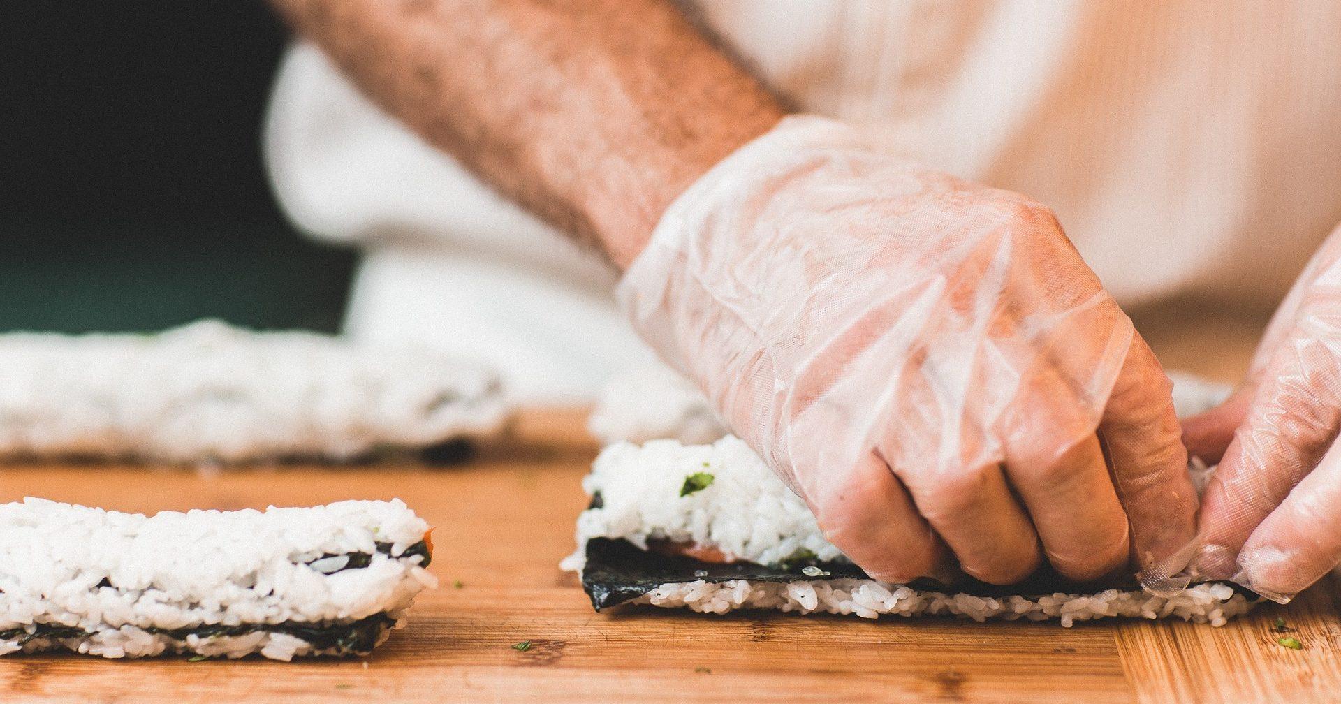 Водном изкиевских ресторанов 5 человек отравились суши