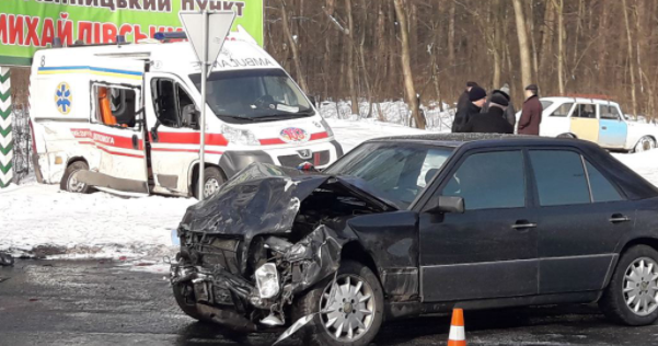 Скорая попала вДТП вВинницкой области: 8 человек пострадали