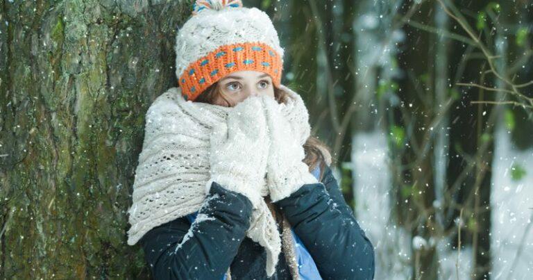 Дівчина на морозі