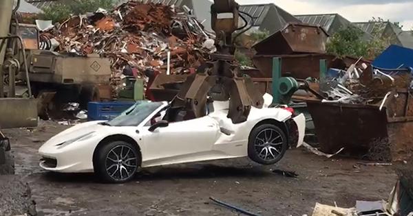 В Англии разбили Феррари 458 Spider из-за ошибки милиции
