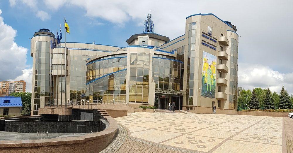 ФФУ требует запретить символику «ДНР» и«ЛНР» настадионах