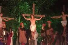 Напав на актора під час вистави, щоб врятувати Ісуса Христа