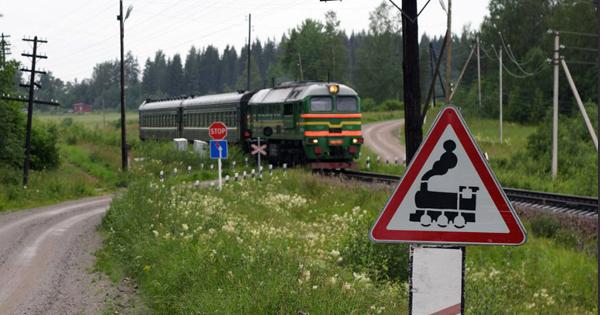 УКриму приміський потяг зіткнувся з мікроавтобусом: 5 загиблих, 4 постраждалих