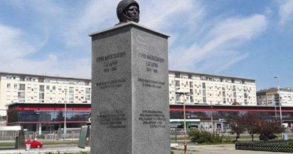 гагарин памятник