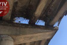 На Видубичах у Києві обвалився міст