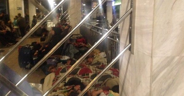 Ромы атаковали киевский вокзал иобустроили ночлежку наполу