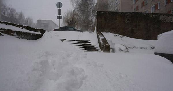 Росію у квітні засипало снігом