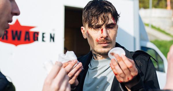Солист группы «Время истекло» упал смотоцикла вовремя съемок клипа