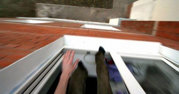школьник выбросился из окна