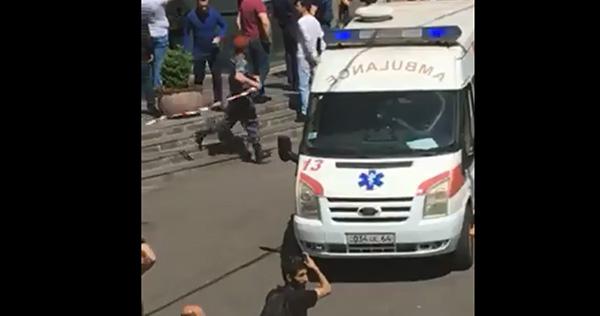 Стрілянина в Єревані