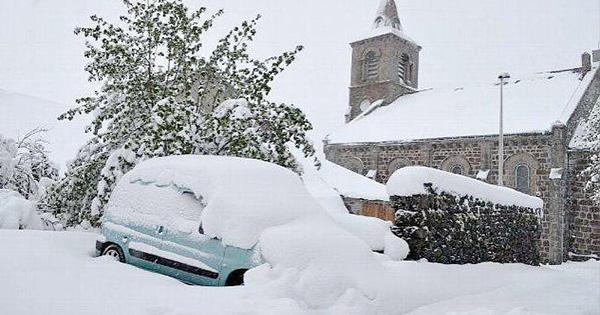 Францію засипало снігом