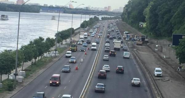 Набережне шосе у Києві