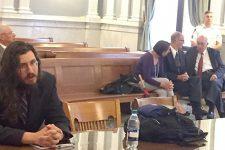 Батьки подали в суд на 30-річного сина