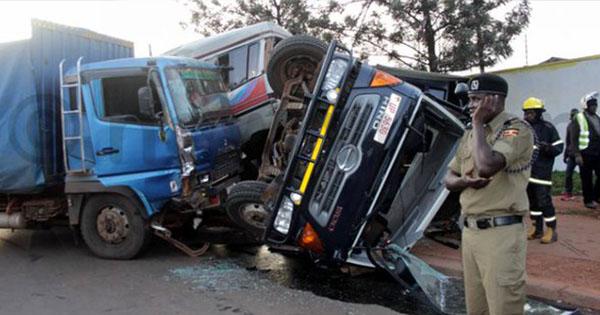 Жертвами чудовищного ДТП сучастием грузового автомобиля, трактора иавтобуса стали 48 человек