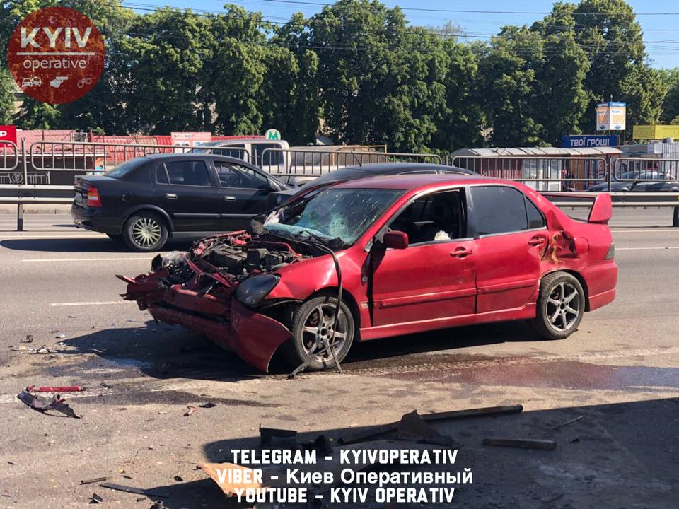 ДТП біля метро Святошин у Києві