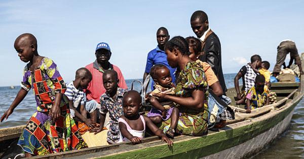 Човен із мігрантами